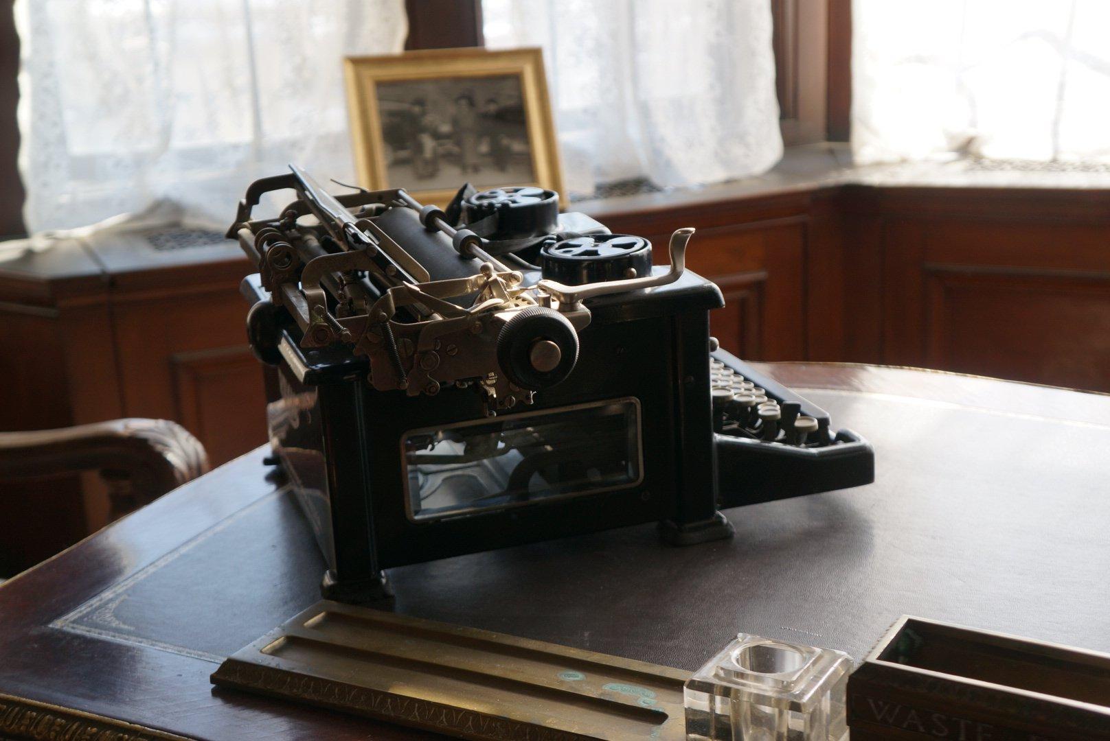 Casa Loma - Typewriter