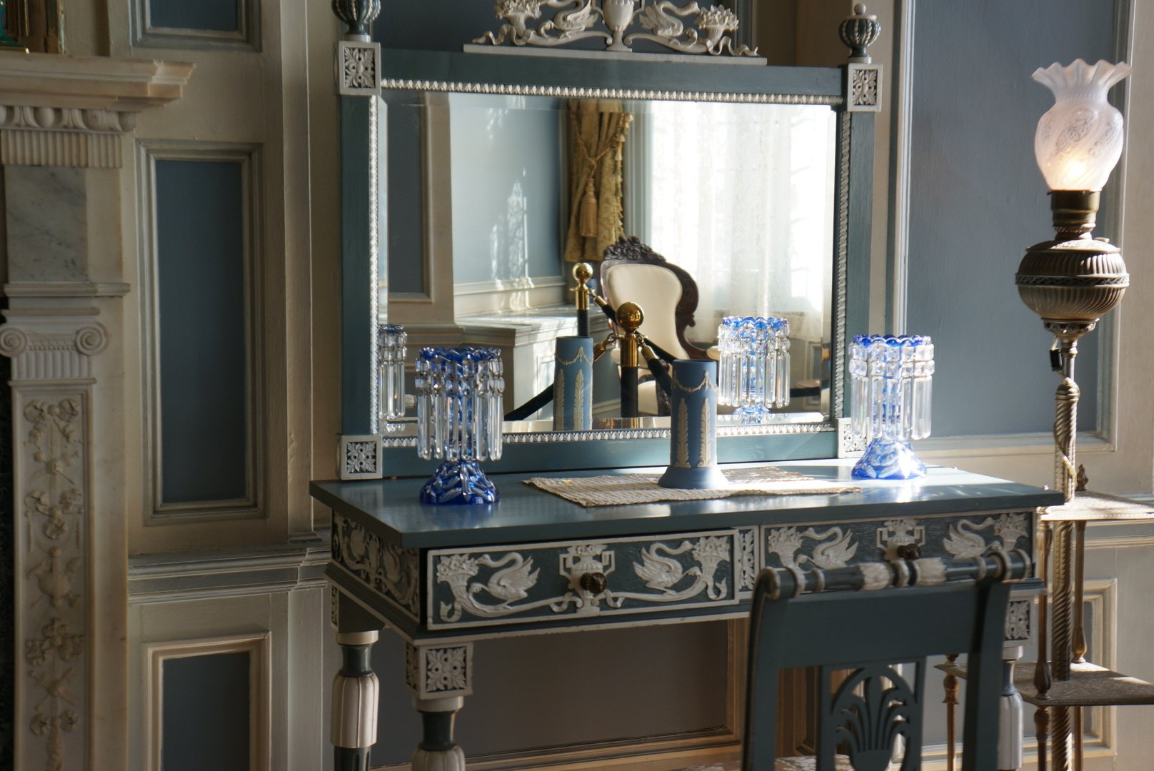 Casa Loma - dressing table